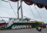 Rainbow Warrior Berlayar ke Papua Mendukung Hutan Adat